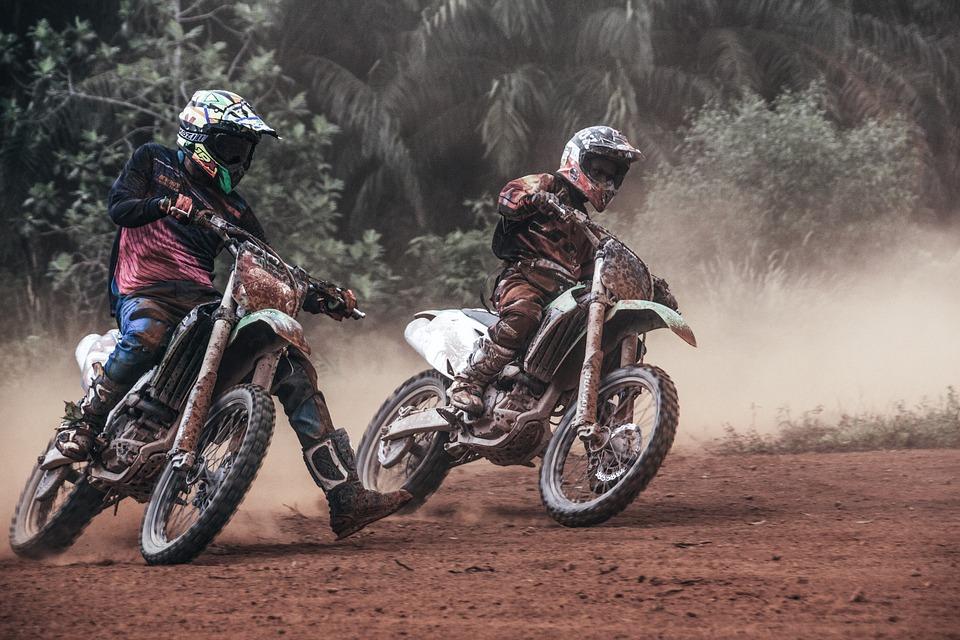 Les compétitions offficielles de motos